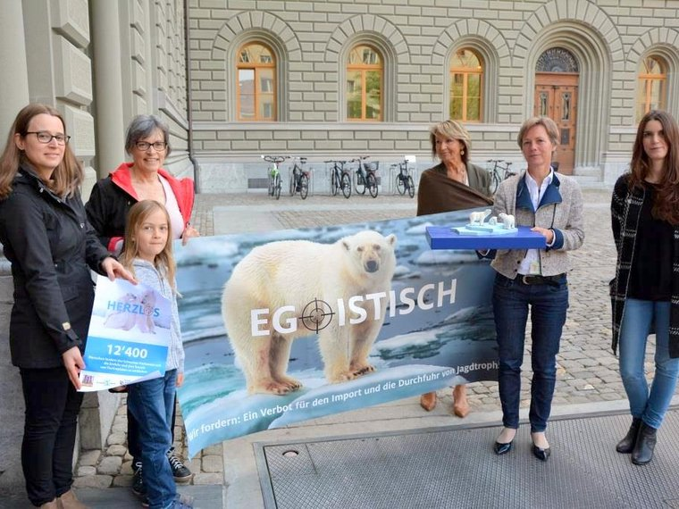 Petitionsübergabe Trophäenjagd TIR OceanCare